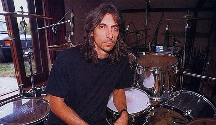 (06/09/1961) Nació Scott Travis de Judas Priest.
