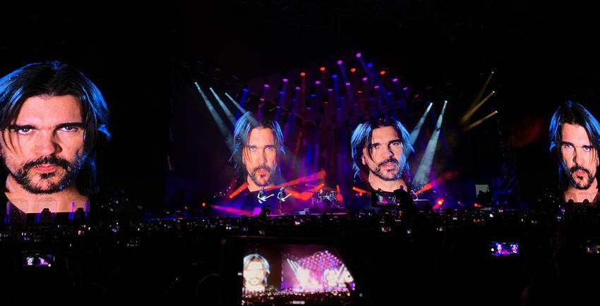 Juanes en pantallas de Gracias Totales de Soda Stereo