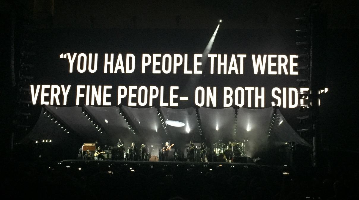 Roger Waters durante su show en Colombia