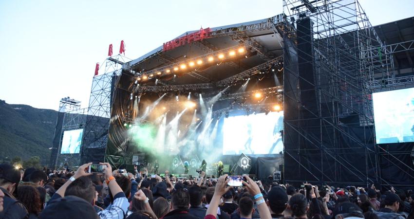 Arch Enemy en el escenario del Knotfest Colombia 2018. Ph. Felipe Rocha