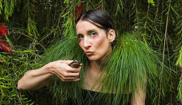 Andrea Echeverri con la naturaleza la Pacahamama