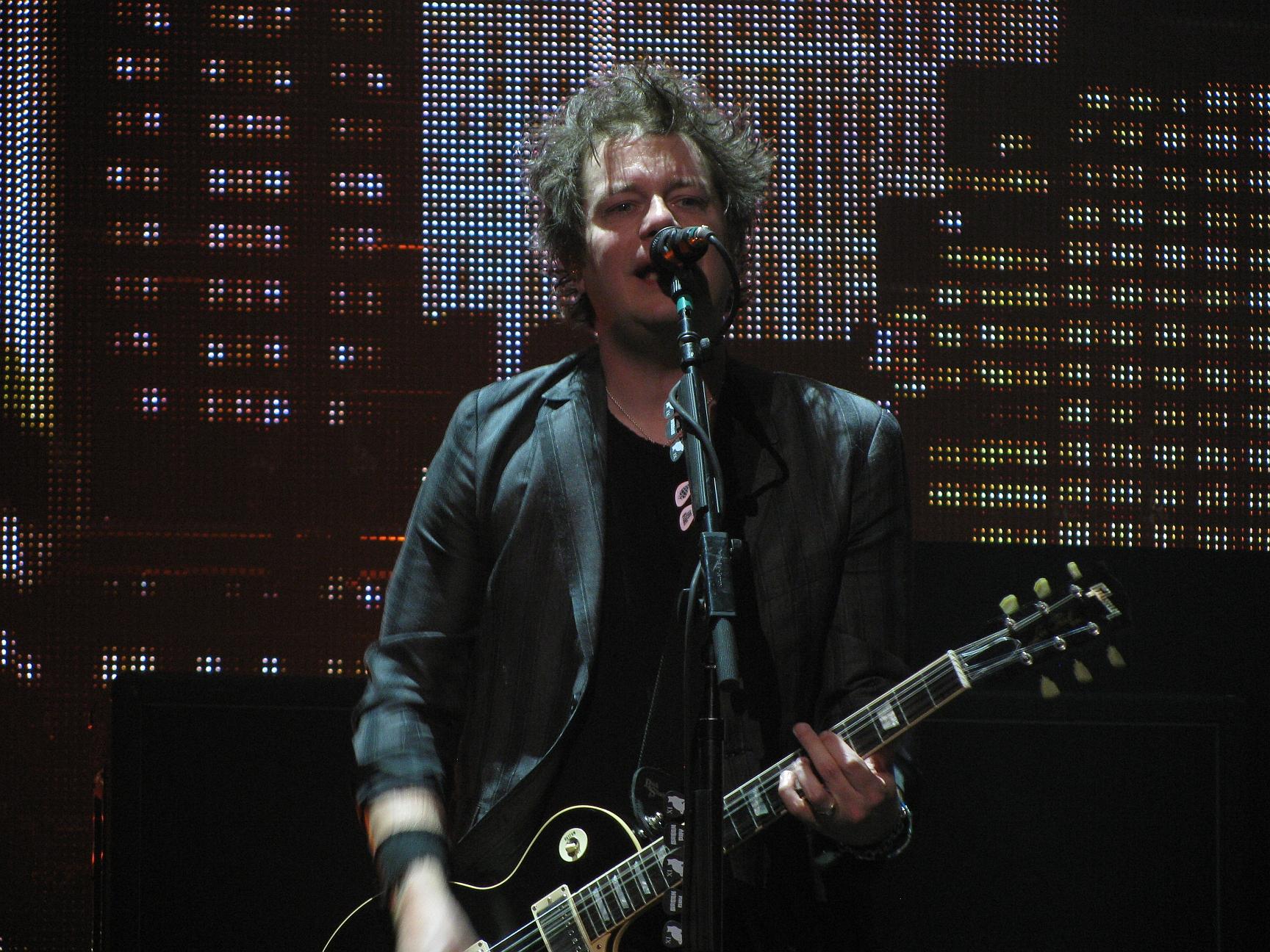 En 1973 nació Jason White quién hizo parte de Green Day