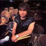 El 5 de abril de 1998 murió el baterista Cozy Powell