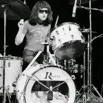 El 11 de julio de 2014 murió Tommy Ramone de Ramones
