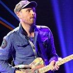 Jon Buckland con guitarra en mano