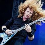 Fotografía de Dave Mustaine con guitarra eléctrica en concierto