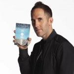 Chuck Comeau baterista de Simple Plan