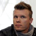 En 1979 nació Aki Hakala en Finlandia, es el baterista de The Rasmus.