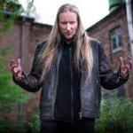 En 1977 nació en Finlandia Jari Mäenpää de Wintersun