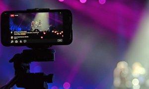 IPhone 7 en un concierto. Foto: Felipe Rocha
