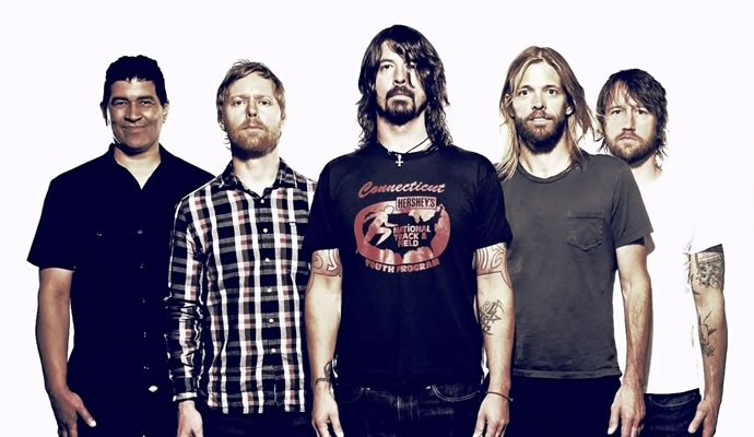 En fotografia Dave Grohl y la banda Foo Fighters