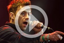 Damon Albarn fué sacado del escenario tras 5 horas de concierto en Dinamarca