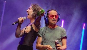 Andrea Echeverry de Aterciopelados junto a Edson Velandia en el cierre de Altavoz Fest 2020