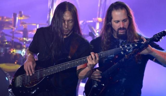 Dream Theater durante su presentación en Bogotá