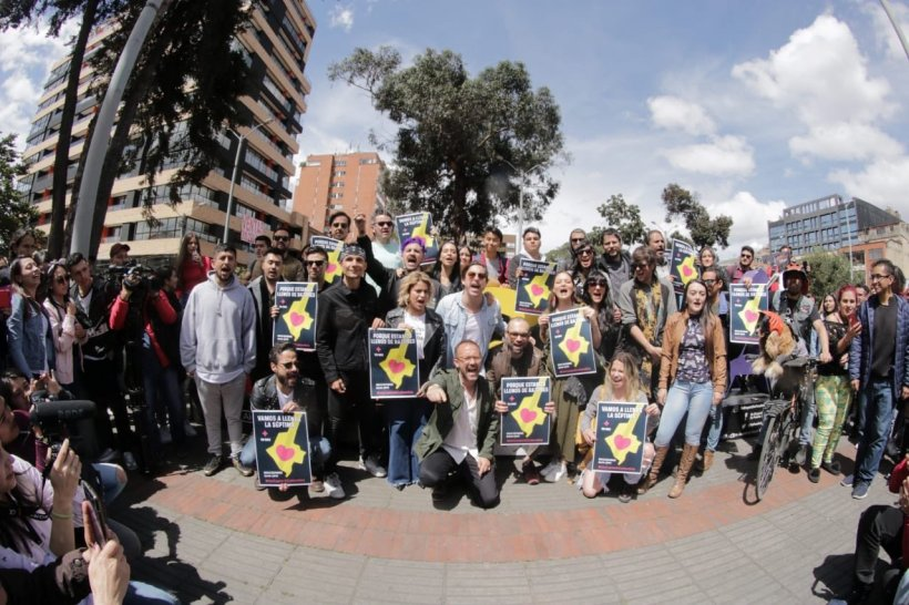Artistas reunidos en pro de #UnCantoXColombia. Foto tomada de Twitter @cantoxcolombia